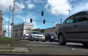 Uszkodzony przejazd tramwajowy zwiększa korki w centrum