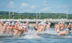 Pływacy ścigali się na dystansie ok. 1200 m dookoła molo