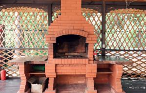 Ogrodowa strefa grillowania. Jak wybrać najlepsze rozwiązanie?