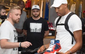 Trójmiejska firma spersonalizowała buty dla koszykarza NBA