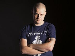 Łukasz Kowalczuk o komiksach, wrestlingu i Reptilianach