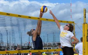 Kobieca siatkówka popularna na gdańskiej plaży