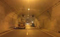 Po zamknięciu tunelu, nie przestawiono...