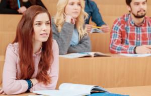 """Studia zaoczne są """"gorsze""""? Poziom ma podnieść dodatkowy rok nauki"""