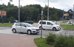 Ukryte policyjne kamery kontra kierowcy przejeżdżający na czerwonym świetle