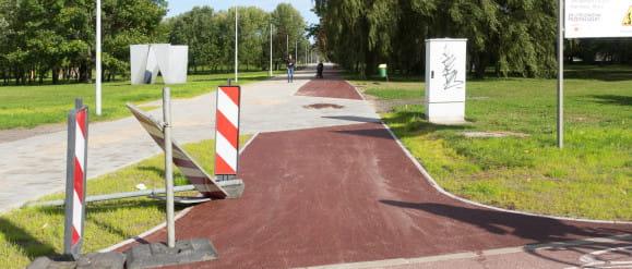 Nowa droga rowerowa przez park Jana Pawła II na Zaspie