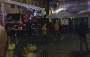 Wszedł na dach i groził, że skoczy. Nocna akcja policji w centrum Gdańska