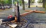 Podpalono krzyż na cmentarzu na Zaspie