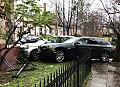 Auta wjechały w płot posesji w Sopocie