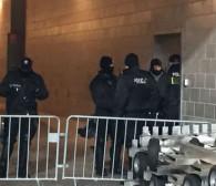 Policja na stadionie. Oprawa w zamkniętym pomieszczeniu