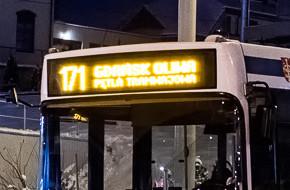 Pijana 15-latka wybiła szybę w autobusie