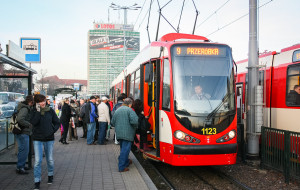 Przesiadka z auta do tramwaju - dla niektórych to niemożliwe
