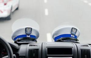Pół godziny śledziła kierowcę jeżdżąc po Gdyni. Uciekł policji