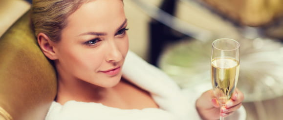 Zabiegi celebrytów - masaż ślimakami czy witaminy w kroplówce?