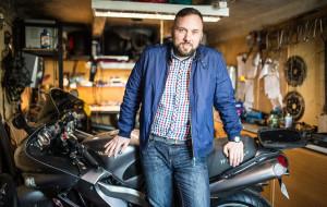 Na swoim. Elektronika i motocykle Piotra Papciaka