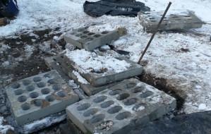 Ukradł betonowe płyty, żeby ułożyć je na swojej posesji