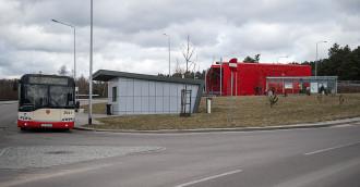 Autobus zawsze odjeżdża minutę przed przyjazdem PKM-ki