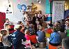 Popularny komik Abelard Giza czytał bajki dzieciom