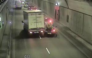 Włączone światła awaryjne mogły zapobiec wypadkowi w tunelu