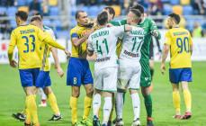 Lechia Gdańsk płaci wysoką cenę za wygrane derby. Zawieszonych trzech piłkarzy, a nawet kierownik drużyny