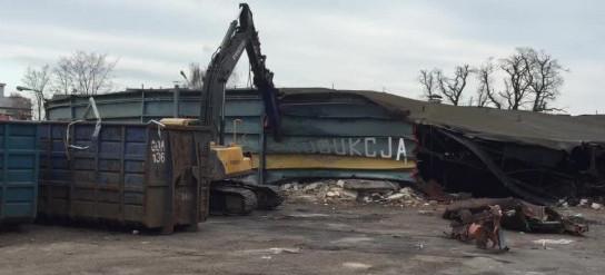 Wyburzanie okrągłego budynku przy Wałowej w Gdańsku