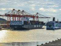 Długi i załadowany po brzegi. Rekordowy statek w Porcie Gdynia