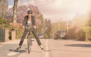 Parkingi, szatnie i upominki. Firmy dopingują pracowników do jazdy rowerem
