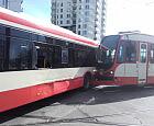 Tramwaj uderzył w autobus na Morenie