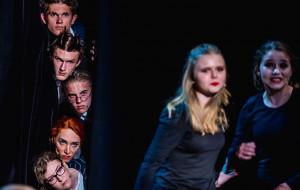 """Słowacki wielkim poetą... Obiecująca """"Ferdydurke"""" Teatru Off Junior"""