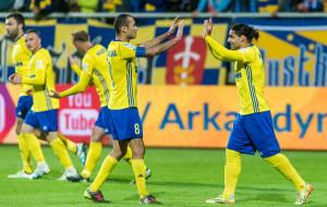 Trener Arki Gdynia sprawdza 23 piłkarzy. Przychodzi Janota, odchodzi Jurado