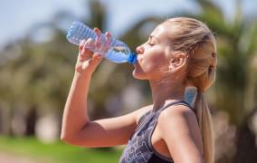 Okiem dietetyka: co pić w czasie upałów?