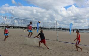 Wystartowało sportowe lato na plaży: siatkówka, pływanie, rugby
