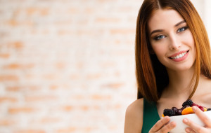 Dieta na zdrowe włosy i paznokcie. Co jeść, by zachwycać urodą?