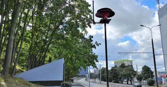 Syrena alarmowa z czasów wojny trafiła na dach schronu w Gdyni