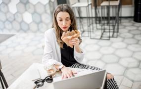 Czas pracy i przerwa śniadaniowa w umowie zlecenia