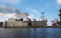 Ugaszono pożar hali na Wyspie Ostrów