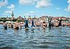 Pływanie dookoła molo w 14 minut