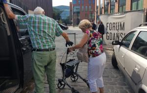 Trudny dojazd niepełnosprawnego taksówką do Forum Gdańsk