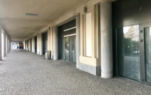 Puste lokale w budynku gdyńskiego dworca