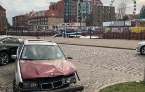 Dlaczego wraki aut nie znikają szybko z ulic?