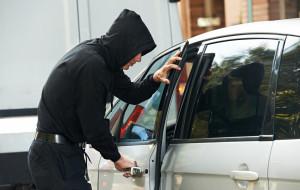 Uwaga na złodziei aut. Stosują kilka prostych sztuczek