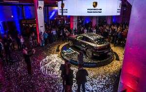 Pokaz Porsche Macan w stoczniowej scenerii