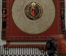 Święty na tarczy (zegara)