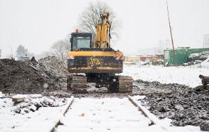 Właściciel działki rozebrał tory i zablokował pociągi