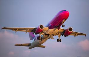 Piorun uderzył w samolot po starcie. Maszyna zawróciła do Gdańska