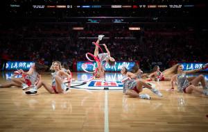 Zobacz Cheerleaders Gdynia w Los Angeles podczas Polskiej Nocy w NBA