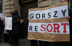 """""""Ostatki u premiera"""". Pracownicy sądów protestują"""