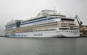 Wielkie wycieczkowce płyną do Gdyni
