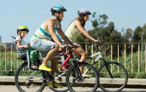 Jak bezpiecznie podróżować z dzieckiem na rowerze?