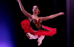Tanecznym krokiem w dorosłość. O Koncercie Dyplomowym gdańskiej 'Baletówki'